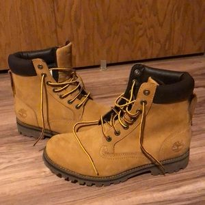 Never wore before size 8 Timberland boots.